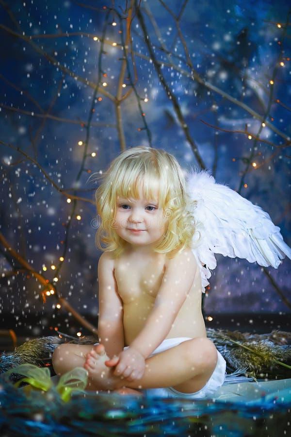 Das Kind mit Flügeln eines Engels 14 lizenzfreies stockbild