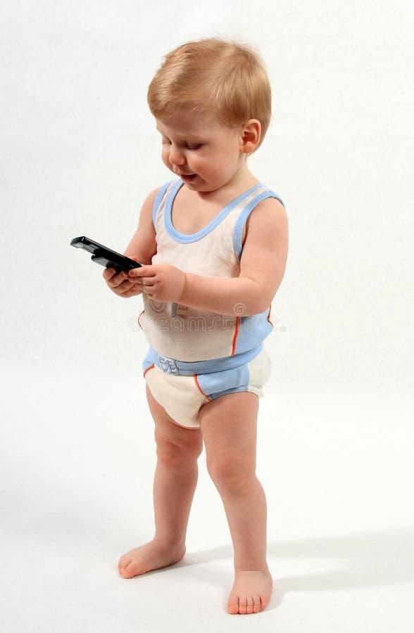 Das Kind mit Telefon lizenzfreie stockbilder