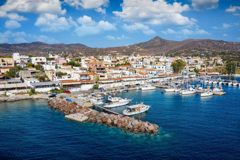 Das kleine Dorf Perdika auf der Insel Aegina, Saronischer Golf, Griechenland lizenzfreies stockbild