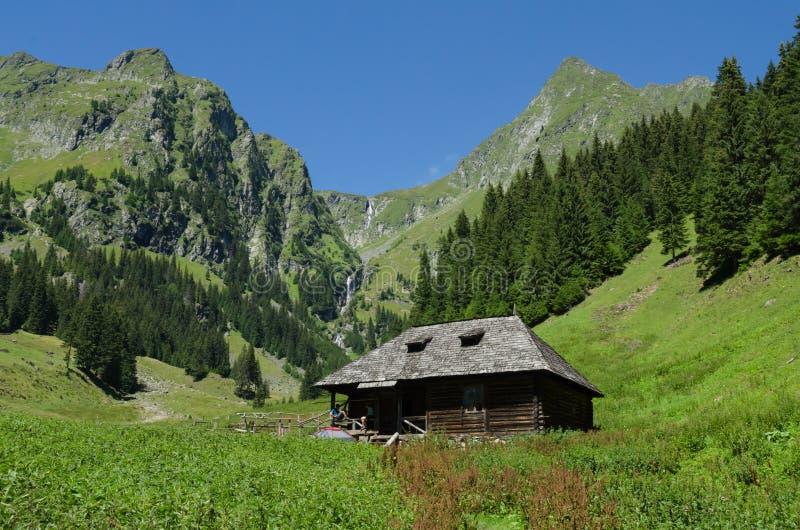 Das kleine Haus im Hochgebirge lizenzfreie stockbilder