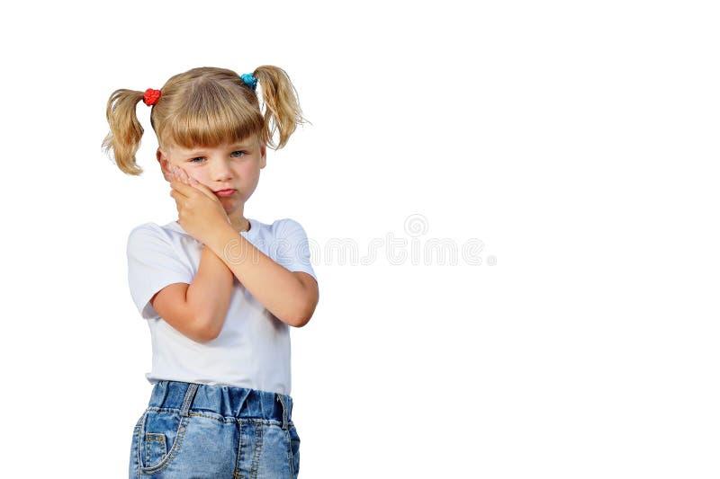 Das kleine Mädchen hatte eine Zahnschmerzen lizenzfreies stockbild