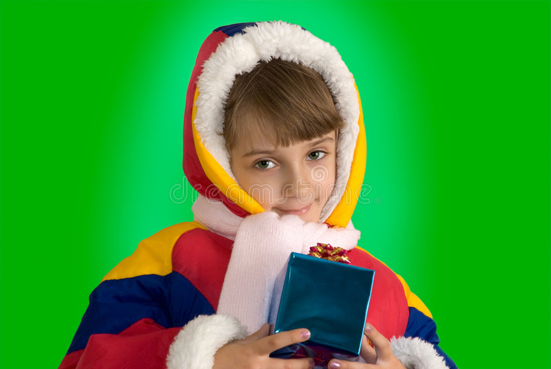 Das kleine Mädchen mit einem Geschenk stockbilder