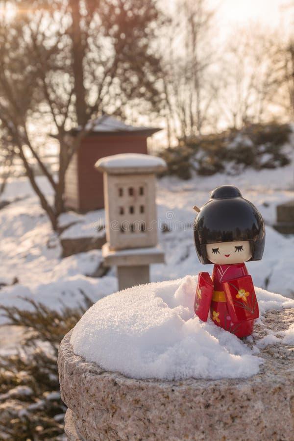 Das Konzept der japanischen Gewohnheit des Bewunderns des Schnees stockfoto