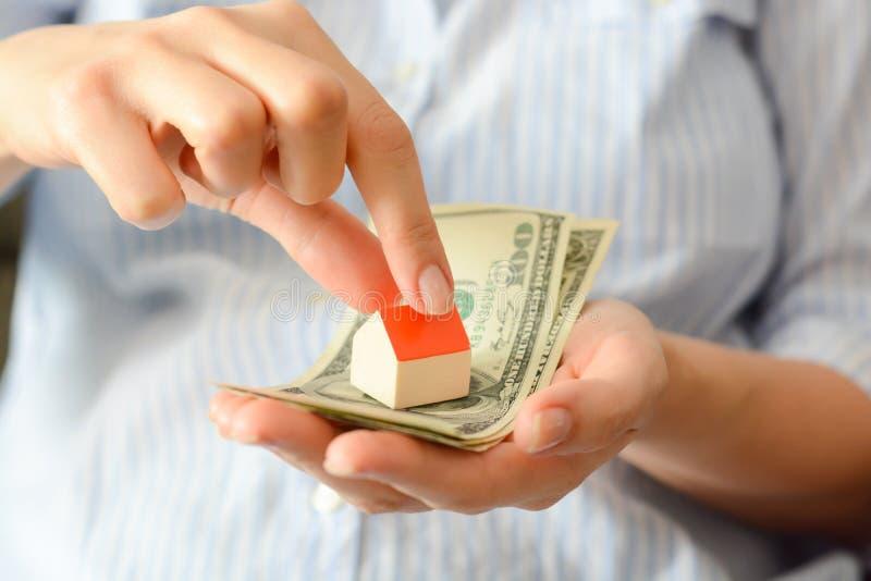 Das Konzept des Kaufens eines neuen Hauses lizenzfreies stockfoto