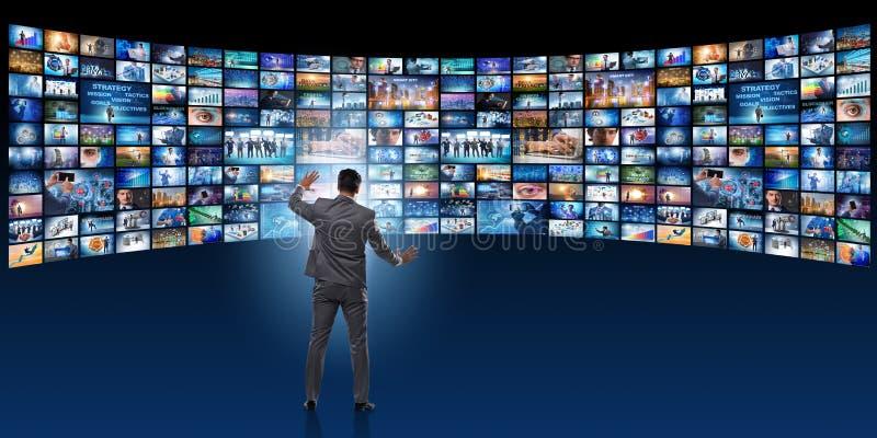 Das Konzept des Strömens des Videos mit Geschäftsmann lizenzfreie abbildung