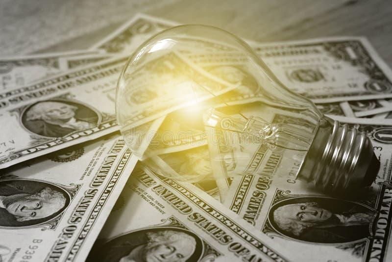 Das Konzept des Verdienens des Geldes Weiche Leuchte Geld in Schwarzweiss, lizenzfreies stockbild