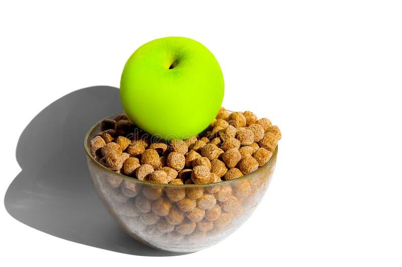Das Konzept eines gesunden Lebensstils, Behandlung von Krankheiten und richtige Nahrung und Diätetik Grünes Apple auf einer Schüs stockfotografie