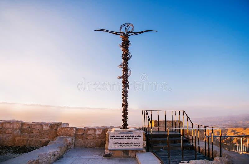 Das Kreuz am Berg Nebo nahe Amman in Jordanien lizenzfreies stockbild