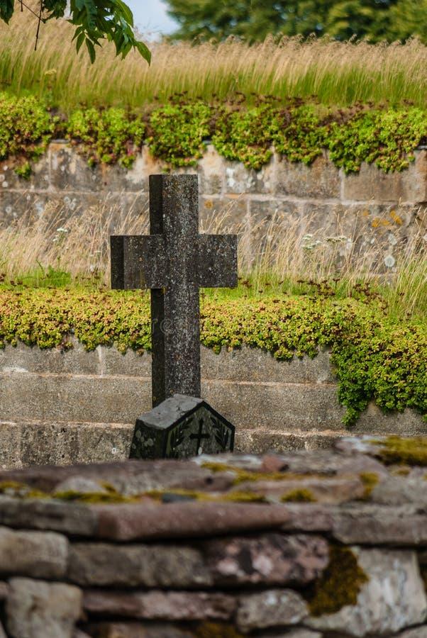 Das Kreuz - ein Brunnen im Kloster eines Mannes, vom heiligen Wasser der Blendenöffnungsflüsse lizenzfreie stockfotografie