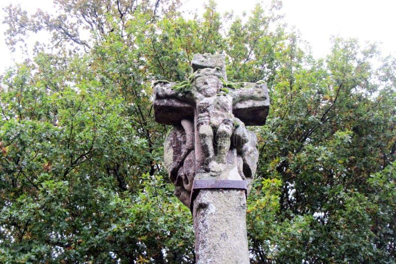 Das Kreuz - ein Brunnen im Kloster eines Mannes, vom heiligen Wasser der Blendenöffnungsflüsse stockfotos