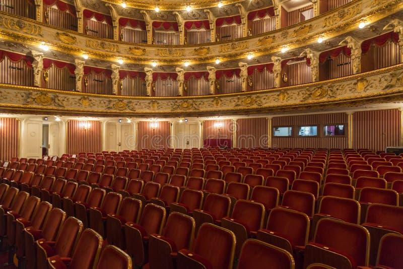 Das kroatische Nationaltheater während der Opernnacht lizenzfreie stockbilder