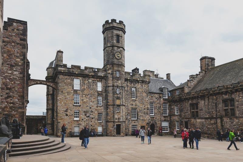 Das Kronen-Quadrat enthalten vom schottischen nationalen Kriegs-Denkmal, Royal Palace, inneres Edinburgh-Schloss, Schottland, Gro lizenzfreie stockfotos