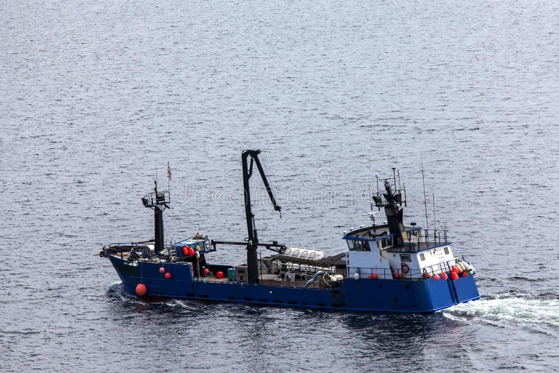 Das Lachsfischerboot, das auf Tongass darlegt, verengt bei Ketchikan stockbild