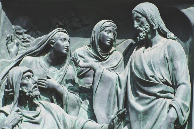 Das letzte Abendessen, Jesus die Statue einer Freskomalerei auf einem Stein lizenzfreies stockbild