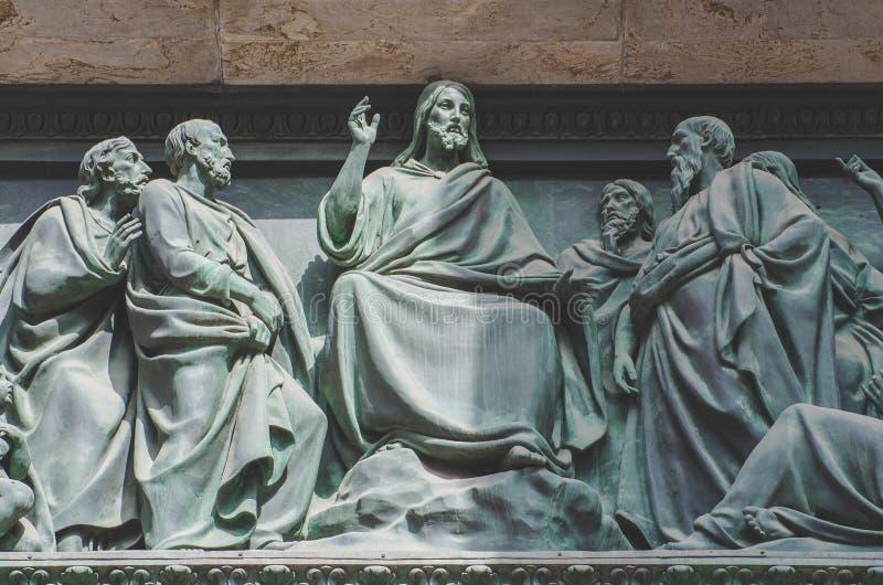 Das letzte Abendessen, Jesus die Statue einer Freskomalerei auf einem Stein lizenzfreie stockbilder