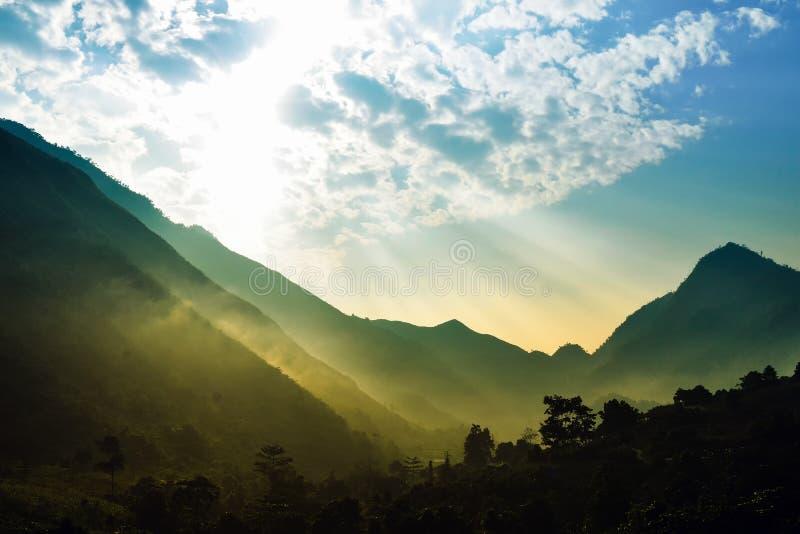 Das Licht des Sonnenaufgangs in Hà Giang lizenzfreies stockbild