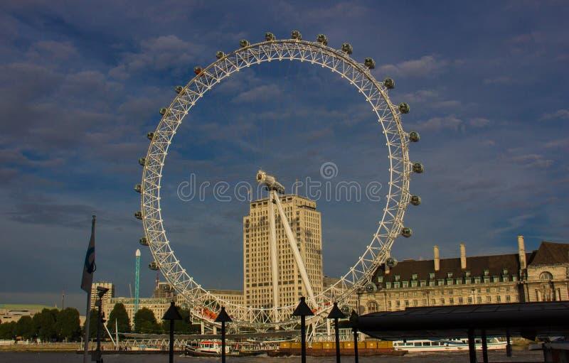 Das London-Auge in London stockfotos
