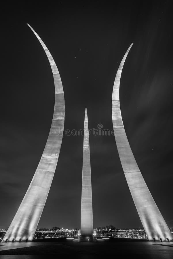 Das Luftwaffen-Denkmal nachts, in Arlington, Virginia stockfotos