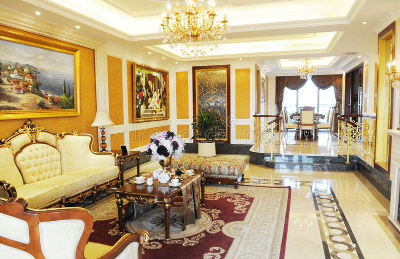 Das Luxuxfamilienwohnzimmer lizenzfreie stockfotografie