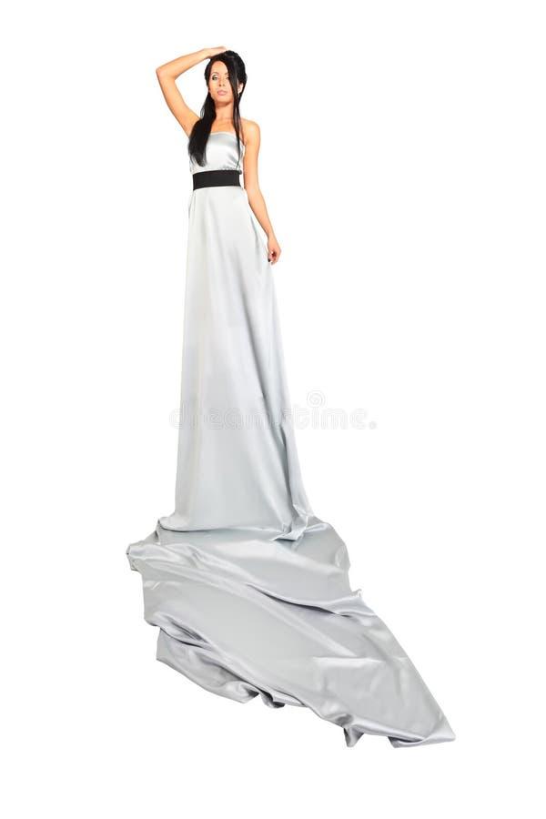 Das Mädchen, Das Langes Silbernes Kleid Trägt, Schaut Stolz ...