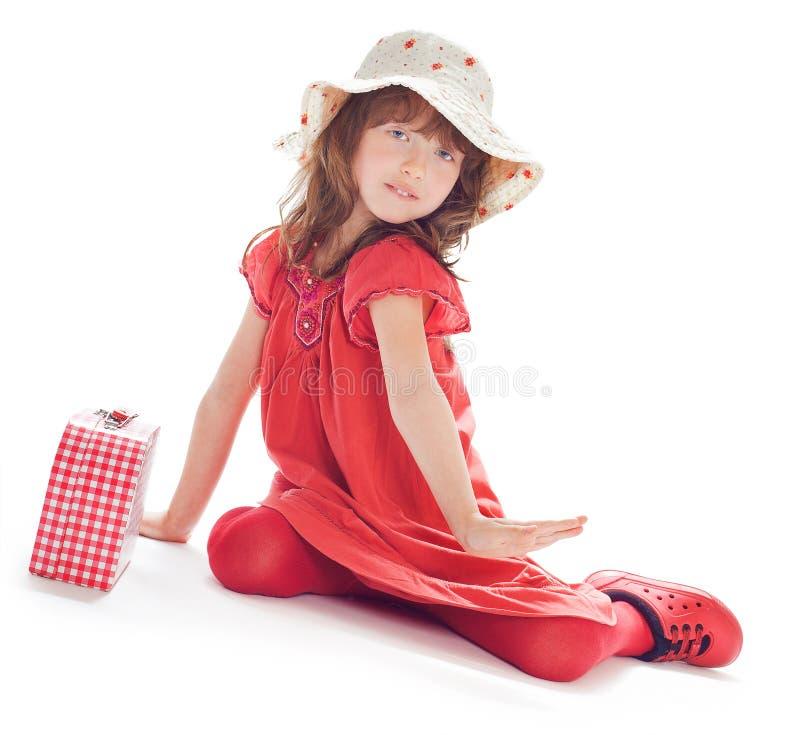 Das Mädchen in einem roten Kleid lizenzfreie stockfotos