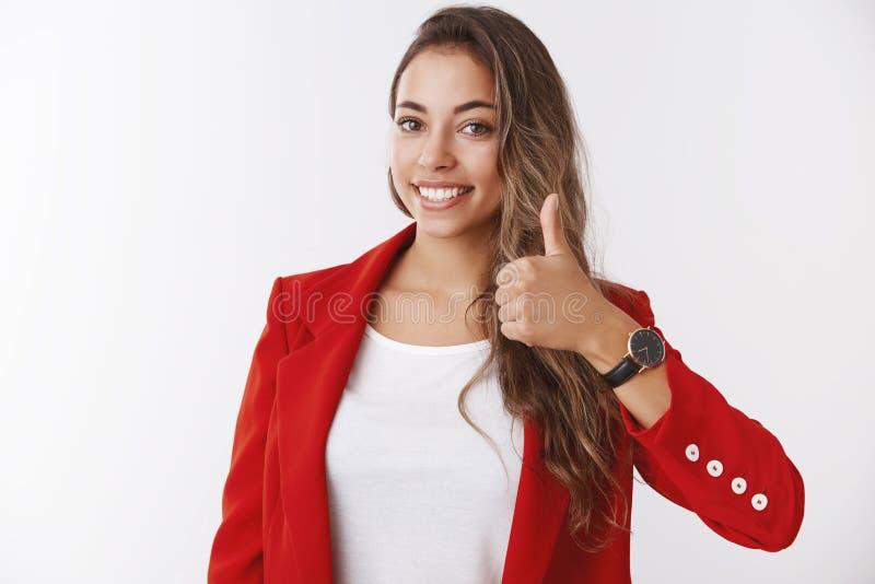 Das Mädchen, das Ihnen versichert, haben glücklichen Tag Glücklicher lächelnder herrlicher weiblicher Unternehmervertretungsdaume stockfoto