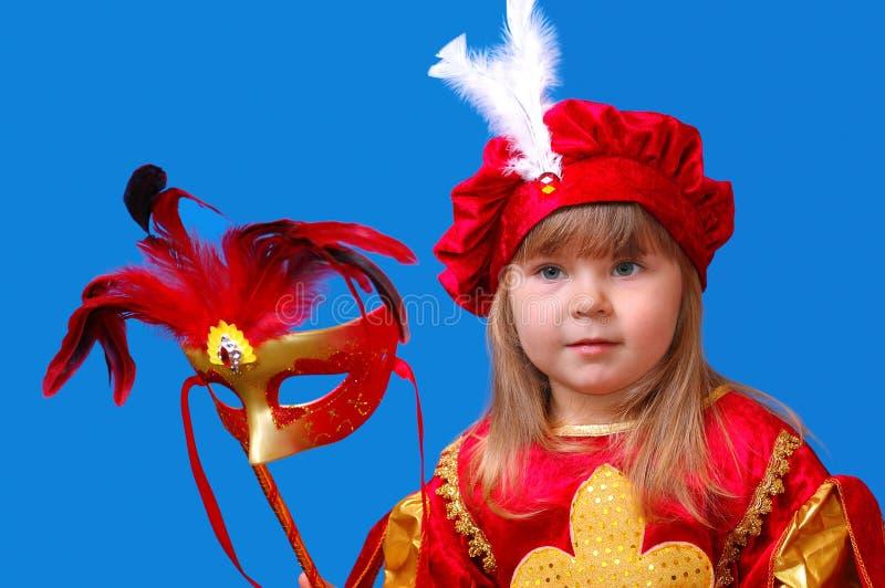 Das Mädchen mit einer Karnevalsschablone stockfotografie