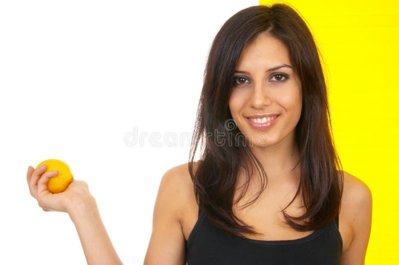 Das Mädchen mit einer Zitrone lizenzfreie stockfotos