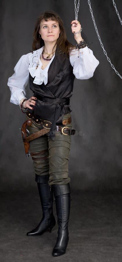 Das Mädchen - Piraten- und Metallkette lizenzfreies stockbild