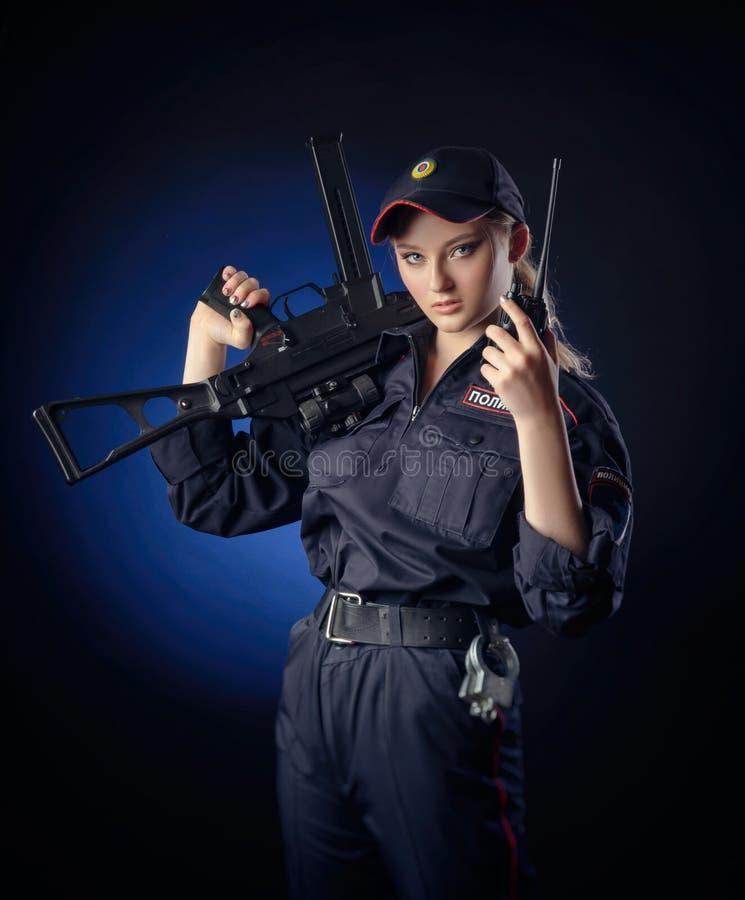 Reizvolles Mädchen Im Polizeikostüm Stockbild - Bild von