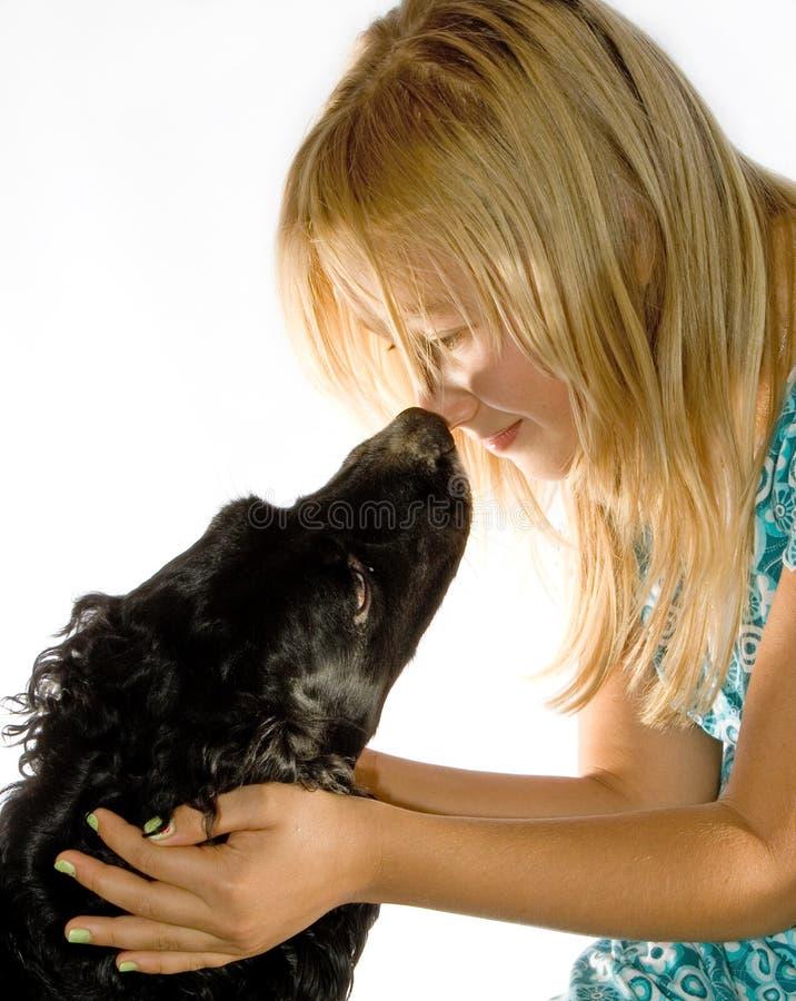 Das Mädchen und der Hund stockfotografie