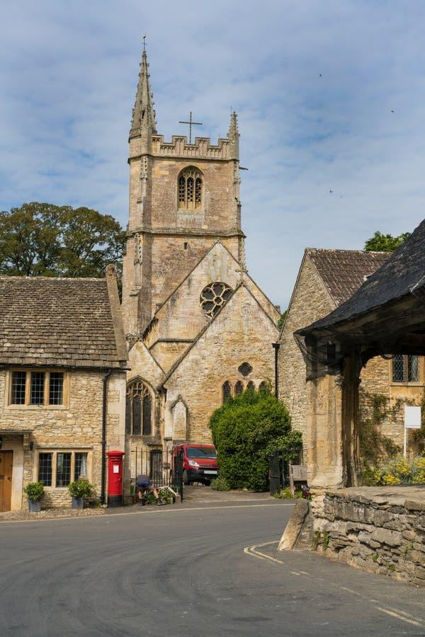 Das malerische Dorf des Schlosses Combe in Wiltshire England stockfotos