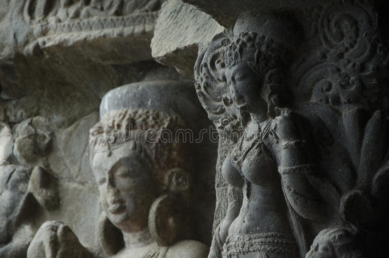 Das mit den buddhistischen Skulpturen lizenzfreie stockfotografie
