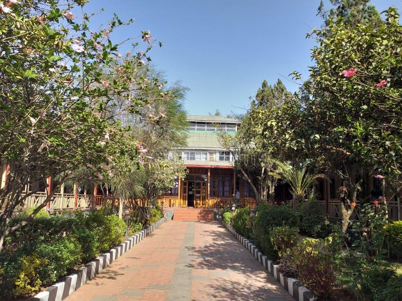 Das Mittel alten historischen Finfine-Hotels in Addis Ababa lizenzfreie stockfotos
