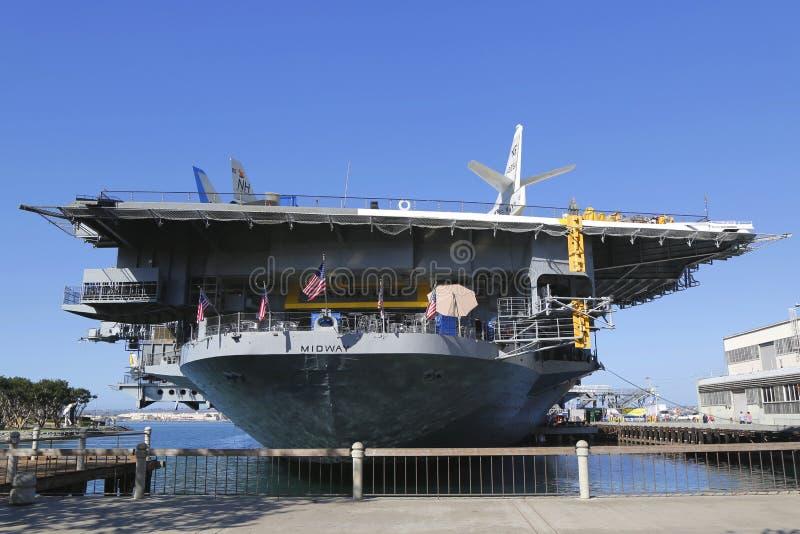 Das mittlere Museum USSs gelegen in im Stadtzentrum gelegenem San Diego, Kalifornien am Marine-Pier stockfoto