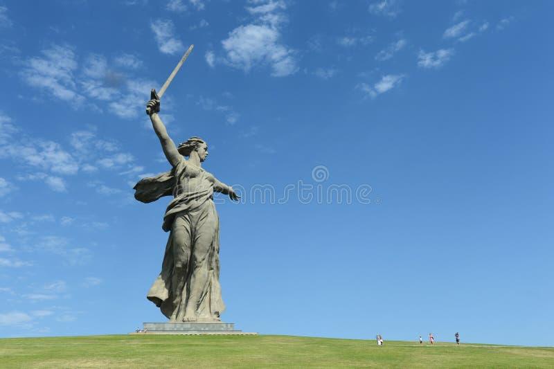 Das Monument die Mutterlandsanrufe des Mamaev Kurgan in Wolgograd stockbild