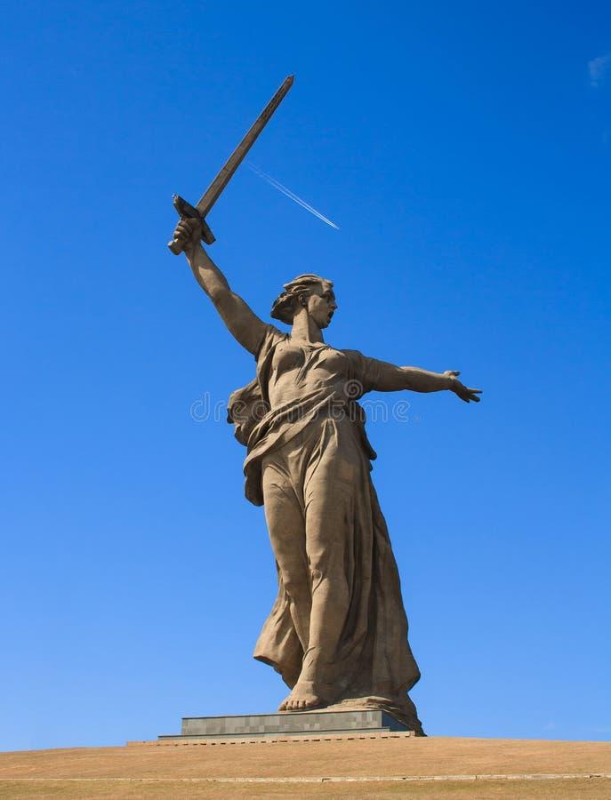 Das Monument von Mutterland nennt in Erinnerungskomplex Mamayev Kurgan in Wolgograd lizenzfreie stockfotos