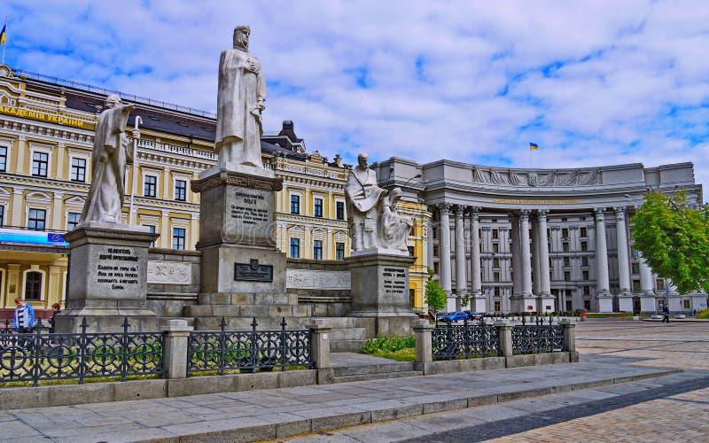Das Monument zu Prinzessin Olga, der heilige Apostel Andrew Pervozvannym und die enlighteners Cyril und Methodius schmücken lizenzfreies stockfoto
