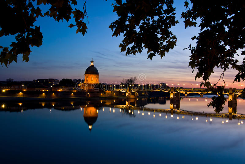 Das Nachtstück von Garonne-Fluss stockfotos