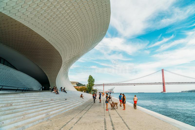 Das neue Kunstmuseum, die Architektur und Technology Museu de Arte, das Arquitetura e Tecnologia oder das MAAT stockfoto