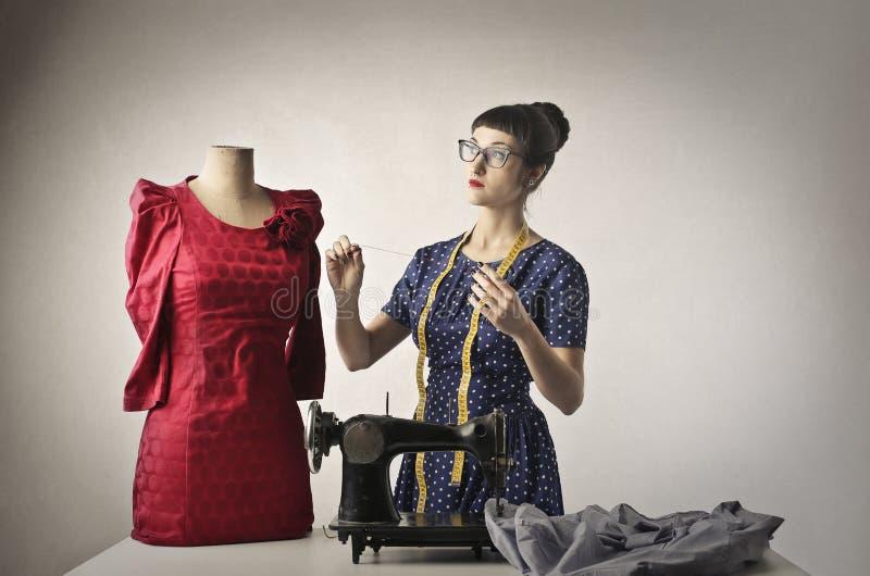 Das neue rote Kleid stockfotos