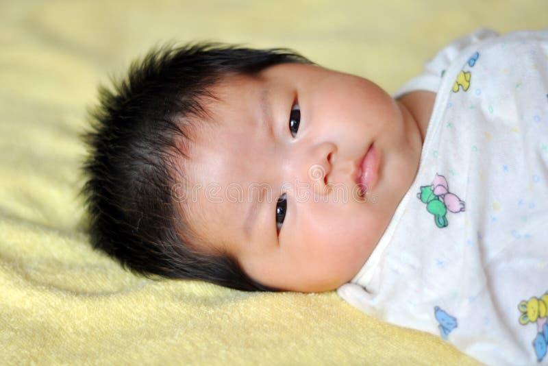 Das neugeborene Kind lizenzfreie stockbilder