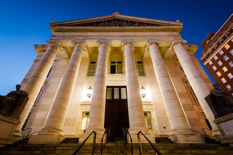 Das New-Haven Grafschafts-Gericht nachts, in im Stadtzentrum gelegenem New-Haven, stockfoto