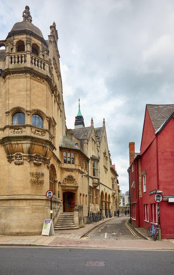 Das Oxford-Museum auf der Ecke der Straße des blauen Ebers Universität von Oxford england lizenzfreies stockbild