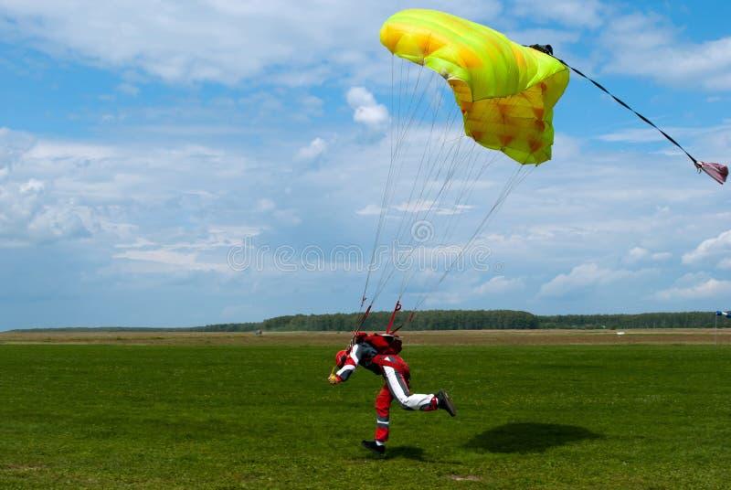 Das parachuter lizenzfreie stockfotos