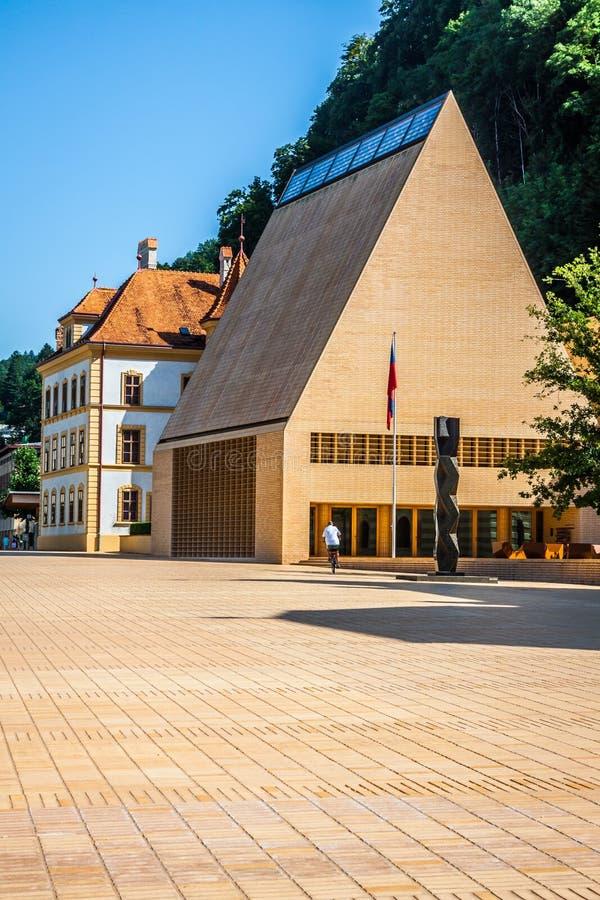 Das Parlamentsgebäude in Vaduz in Liechtenstein, Europa lizenzfreie stockfotografie