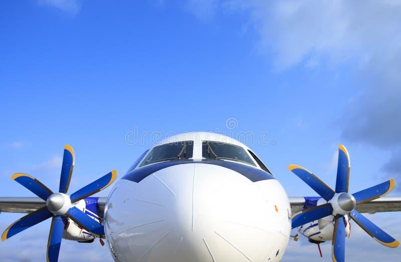 Das Passagierflugzeug stockfotos