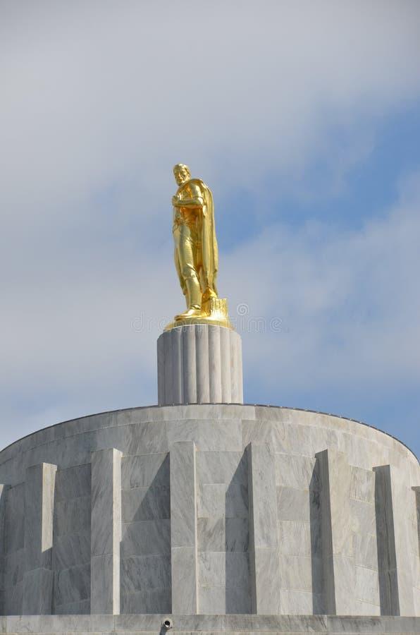 ` Das Pionier-` auf dem Zustands-Kapitol Rundbau, Salem, Oregon stockfotografie