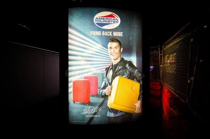 Das Plakatbild von ` Cristiano Ronaldo-` ist Markenvorführer von Amerikaner Tourister-Marke des Gepäcks lizenzfreie stockfotografie
