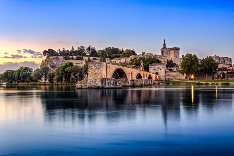 Das Pont-Heilige Benezet und das Palais DES Papes in Avignon, Frankreich lizenzfreies stockfoto